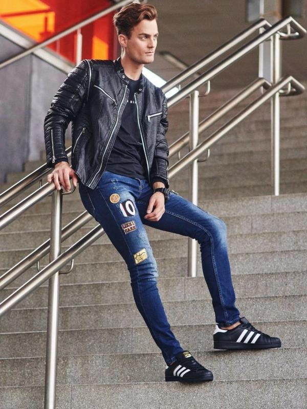 Stylizace č. 306 - hodinky, kožená bunda, tričko s dlouhým rukávem, džíny
